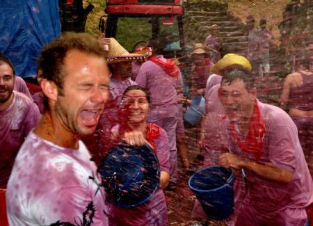 Guiarural. La interminable batalla del vino en Haro. img_20100624200850.jpg