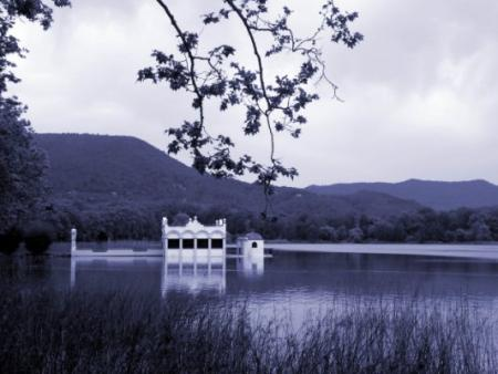 Guiarural. Lago de Banyoles, una joya entre el Pirineo y la Costa Brava. img_20100705174947.jpg