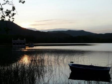 Guiarural. Lago de Banyoles, una joya entre el Pirineo y la Costa Brava. img_20100705175008.jpg