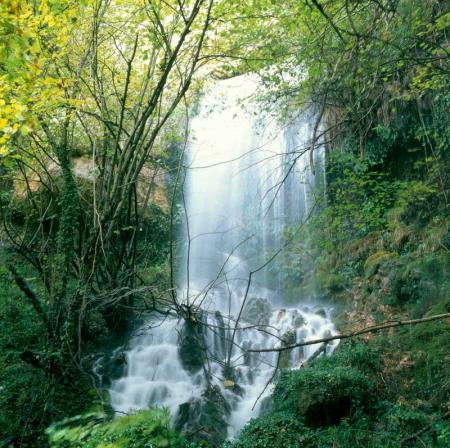 Guiarural. El nacedero del Urederra, un lugar mágico en la Sierra de Urbasa. img_20101017200434.jpg