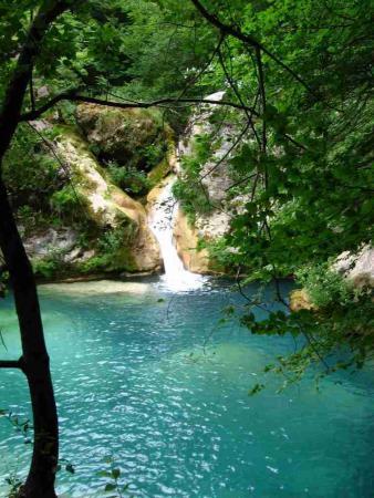 Guiarural. El nacedero del Urederra, un lugar mágico en la Sierra de Urbasa. img_20101017200535.jpg