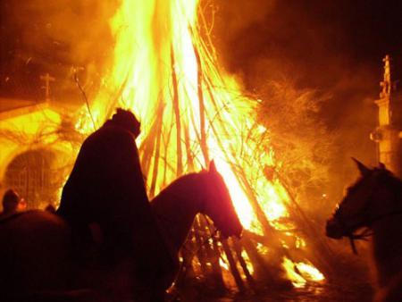 Guiarural. La Fiesta de los Escobazos en Jarandilla de la Vera. img_20101121103943.jpg