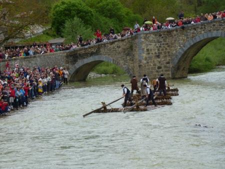 . Día de la Almadía en Burgui (30 de Abril). img_20110416123003.jpg