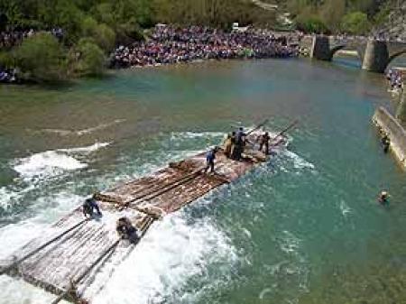 . Día de la Almadía en Burgui (30 de Abril). img_20110416123038.jpg