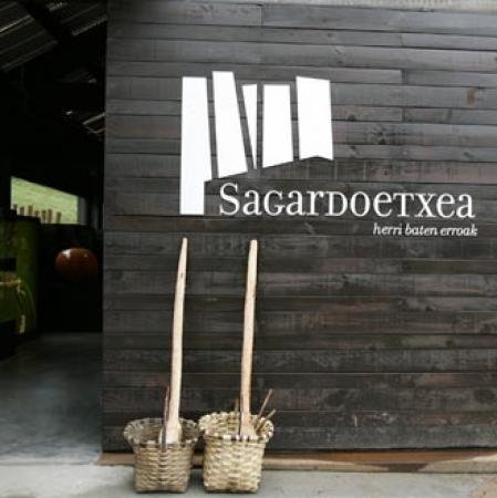 . Sagardoetxea, el museo de la sidra vasca. img_20110823195302.jpg